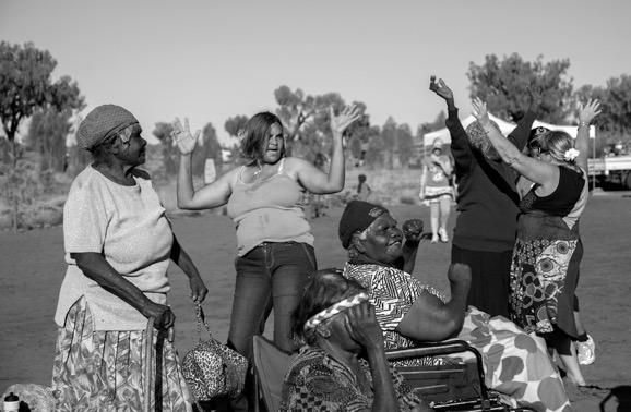 Celebrating Uluru Handback 25th Anniversary Nellie+Grand-daughter. Juno Gemes © jpg.2010